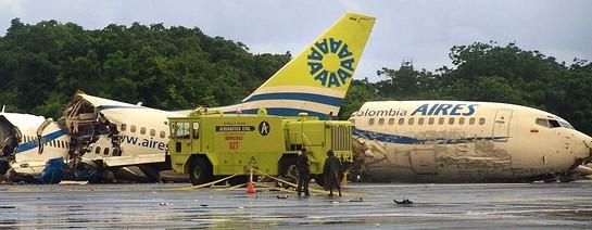 哥伦比亚飞机雷击客机致坠毁 多数幸存堪称奇